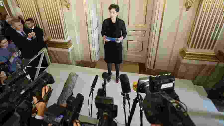 8.out.2015 - A secretária permanete da Academia Sueca, Sara Danius, faz anúncio do Nobel de Literatura para Svetlana Alexievich  - Fredrik Sandber/EFE