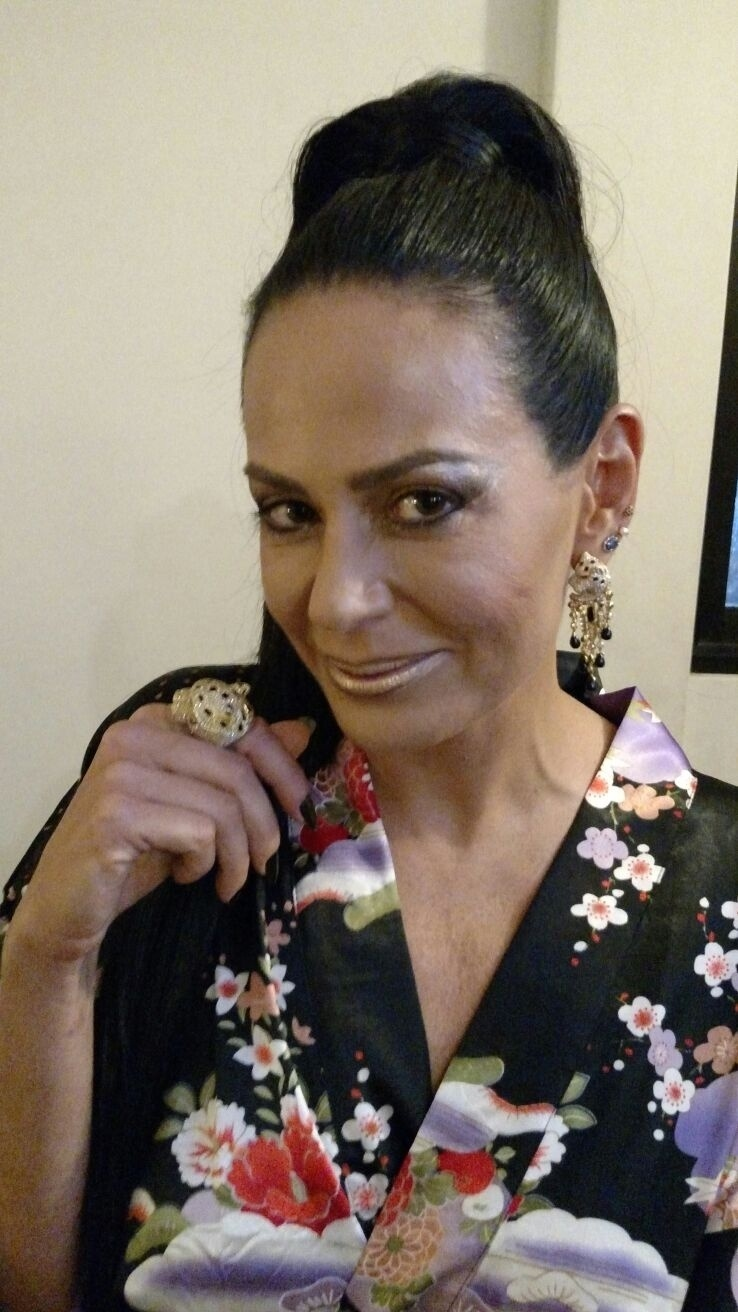 05.fev.2016 - Cozete Gomes, 45 anos, desfila na Rosas de Ouro, em São Paulo, e na Unidos da Tijuca, no Rio