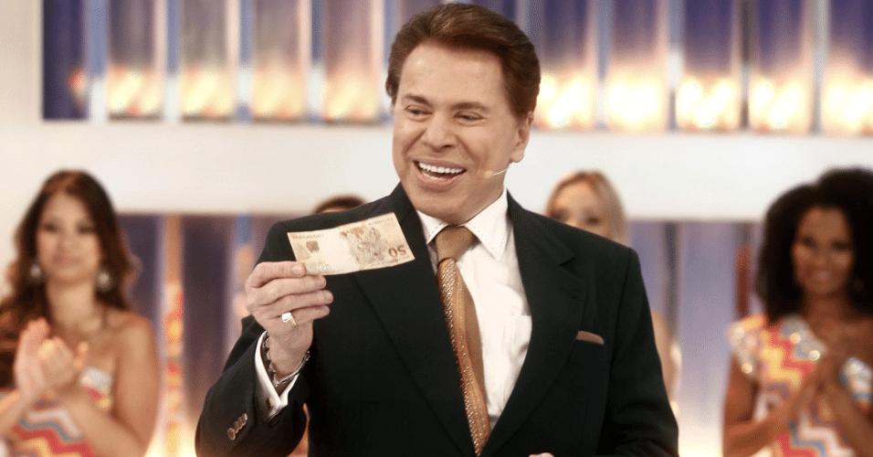 Silvio Santos distribui dinheiro em seu programa no SBT