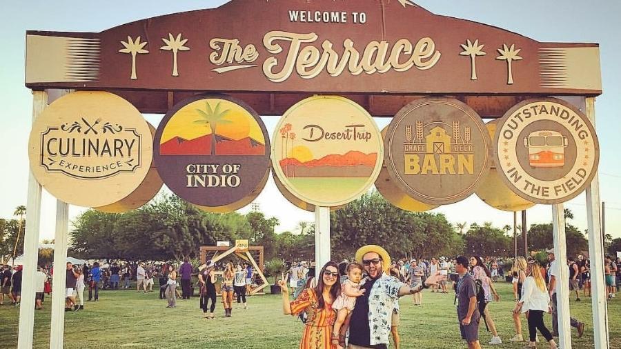 Fabio e Juliana levaram a filha, Martina, de um ano, ao festival Desert Trip, nos Estados Unidos - Arquivo pessoal