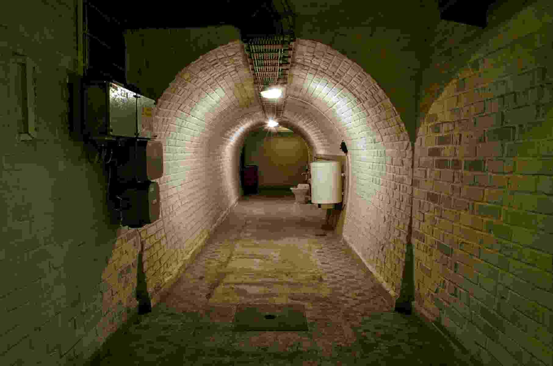 Construído para proteger civis de um eventual ataque nuclear durante a Guerra Fria, o bunker dispõe de sistema de filtração de ar que limpa partículas radioativas - Divulgação
