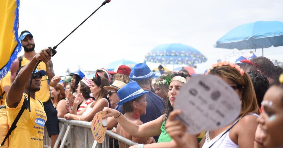 O calor carioca não afastou os foliões que curtiram o Bloco do Sargento Pimenta
