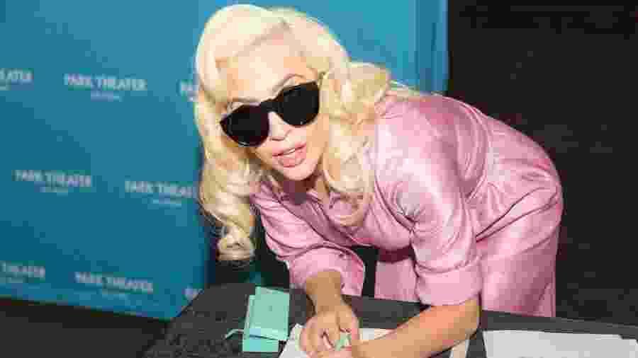 Lady Gaga assina contrato para série de shows em Las Vegas - Reprodução/Facebook