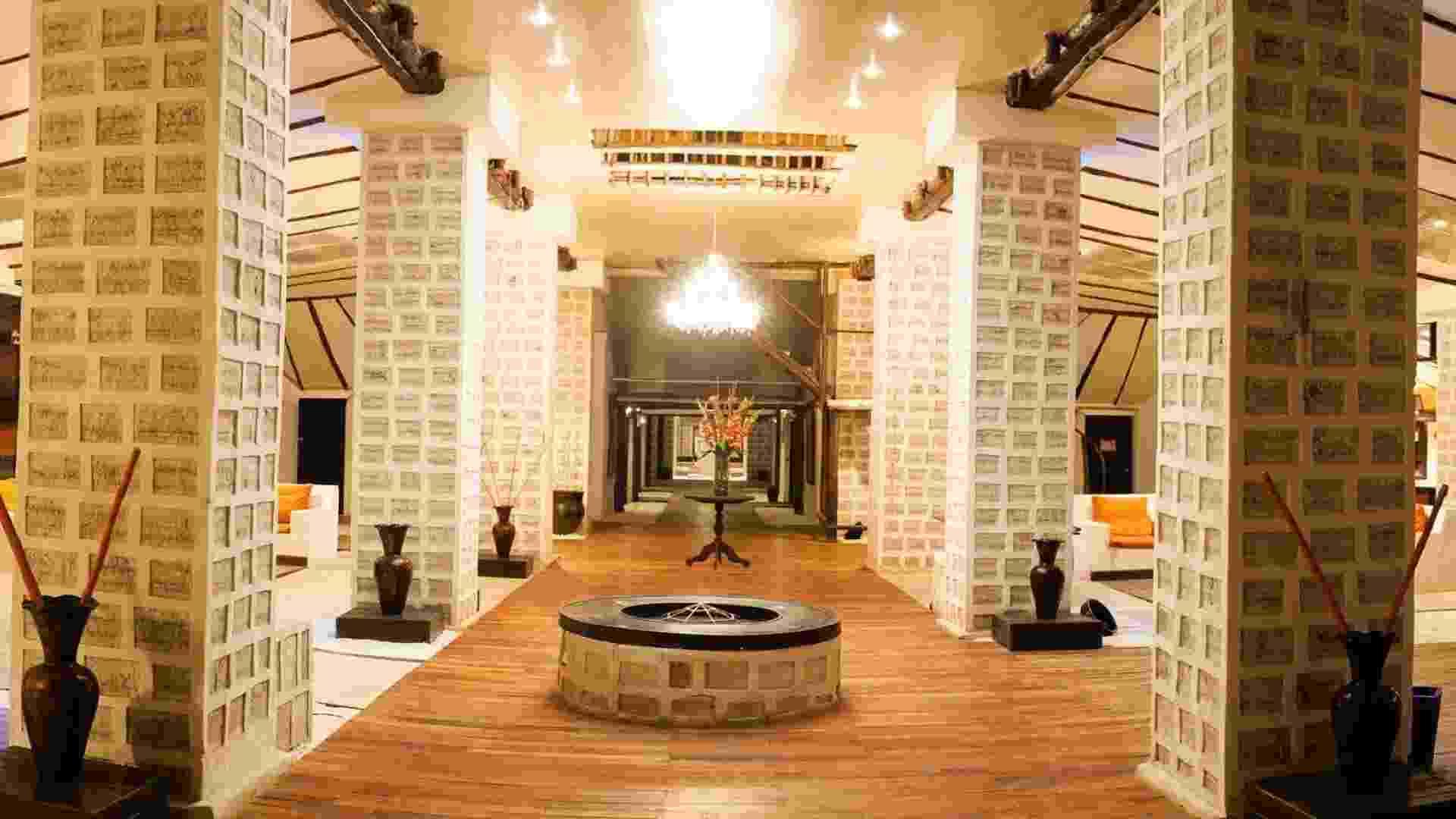 Áreas comuns são bem decoradas e revelam algumas das particularidades do hotel - Divulgação