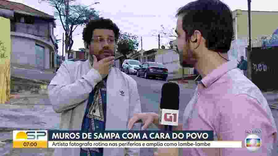 """O artista de rua Cassimano Santos interrompe entrevista no """"Bom Dia SP"""" para protestar contra Bolsonaro - Reprodução/Globo"""