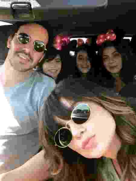 Paula Fernandes faz selfie com a família e namorado Gustavo Lyra - Reprodução/Instagram/@paulafernandes - Reprodução/Instagram/@paulafernandes