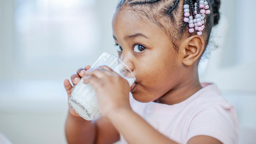 A alergia ao leite pode causar coceiras, manchas avermelhadas e dor de cabeça - iStock