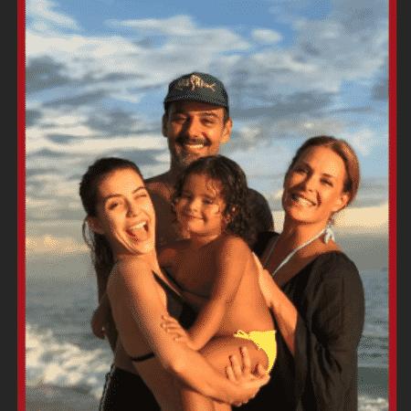 Carolina Ferraz com o ex, Marcelo Martins, e as filhas, Valentina e Izabel - Reprodução/Instagram