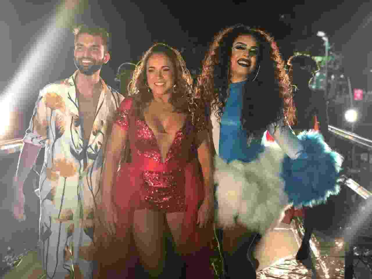 3.mar.2019 - Daniela Mercury levou os cantores Silva e Gloria Groove para cima do seu trio no penúltimo dia do Carnaval de Salvador - Felipe Pinheiro/UOL