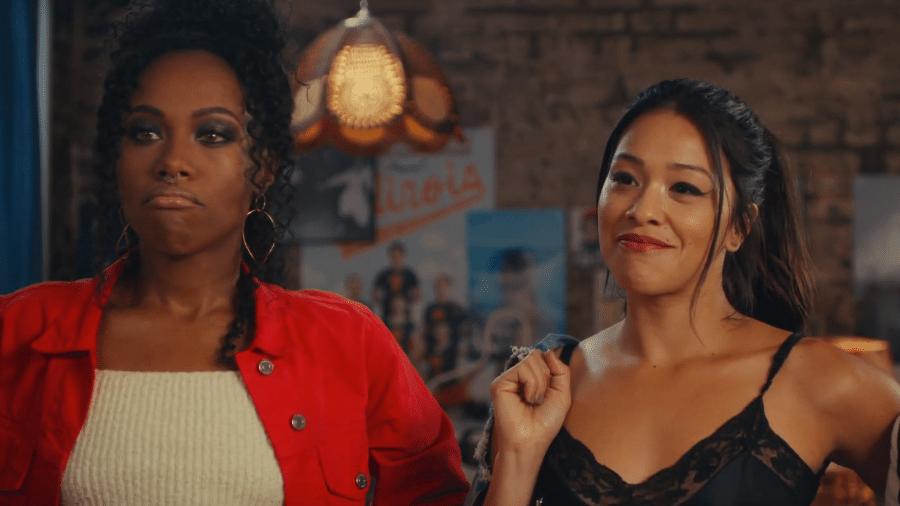 """DeWanda Wise e Gina Rodriguez em cena de """"Alguém Especial"""" - Reprodução/YouTube"""