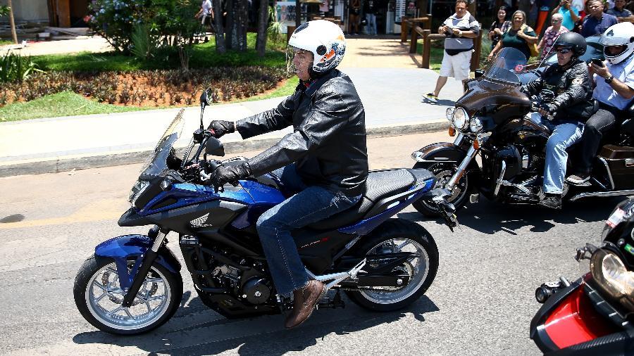 Jair Bolsonaro compra moto em Brasília primeiro passeio - Pedro Ladeira/Folhapress