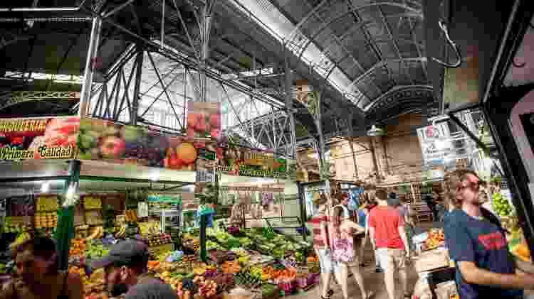 No Mercado de San Telmo, você encontra de frutas a iguarias argentinas - Ente de Turismo de la Ciudad de Buenos Aires/Divulgação