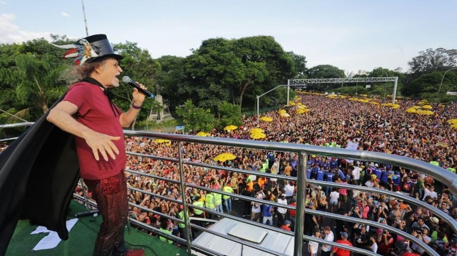 Alceu Valença agita bloco Bicho Maluco Beleza em São Paulo - Nelson Antoine/UOL