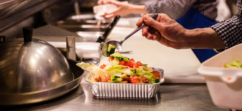 Kits, doações ou delivery direto do chef: restaurantes procuram soluções para a crise - Louis Hansel/Unsplash