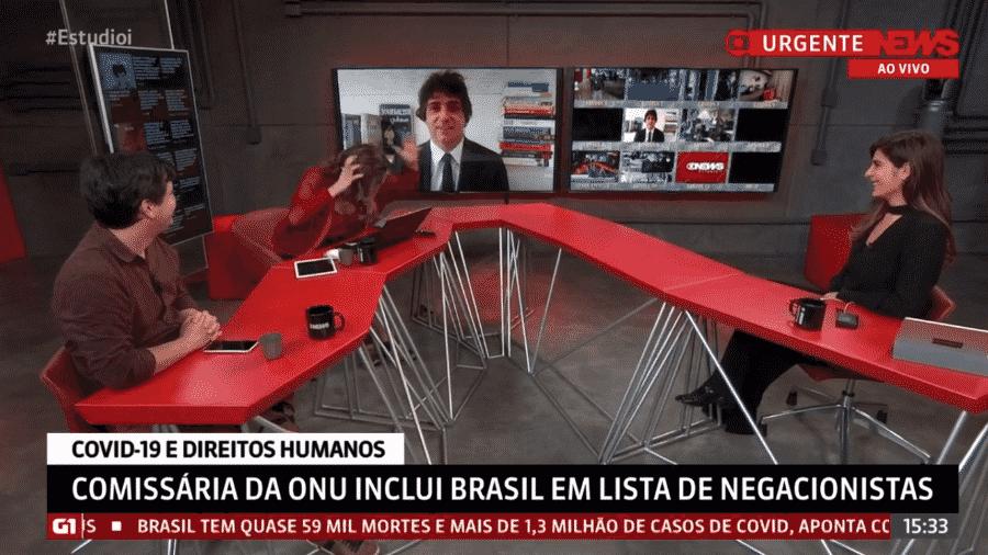 Maria Beltrão brincou com cabelo de Guga Chacra no Estúdio i, da GloboNews - Reprodução/GloboNews