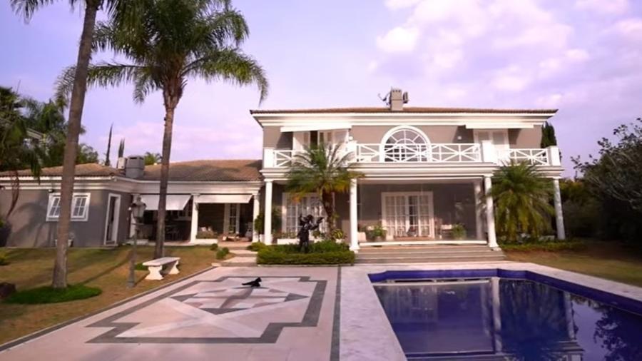 Mansão de Fábio Jr e Fiuk que está à venda; residência tem quatro dormitórios - Reprodução/YouTube
