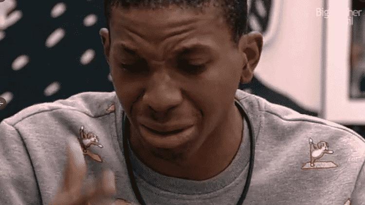 BBB 21: Após ser expulso da mesa, Lucas vai para o quarto e cai no choro - Reprodução/Globoplay - Reprodução/Globoplay