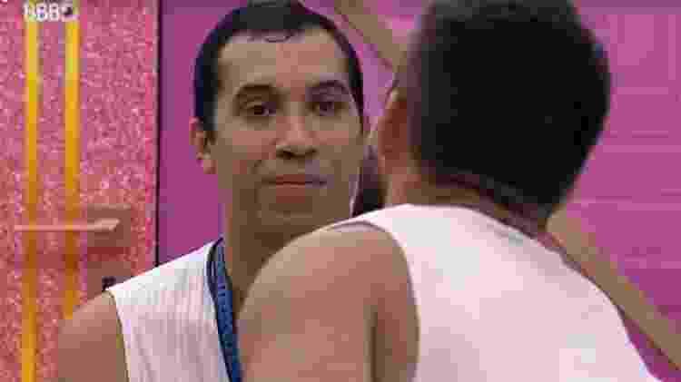 BBB 21: Gilberto conversa com Arthur - Reprodução/ Globoplay - Reprodução/ Globoplay