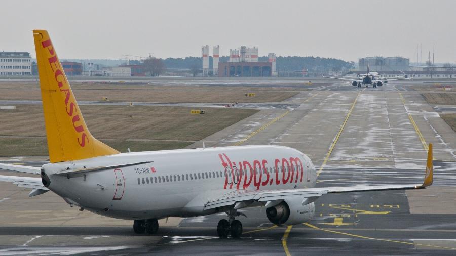 A Pegasus Airlines é uma empresa que oferece passagens com bons preços para quem viaja entre a Europa e o Oriente Médio. Mas a companhia está mal avaliada pela Skytrax: apenas duas estrelas - Aero Icarus/Creative Commons