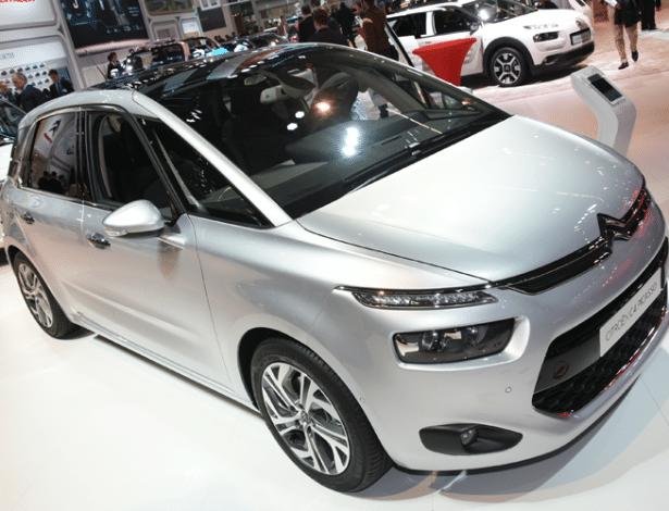 Atual geração da minivan chegou ao país no fim do ano passado - Murilo Góes/UOL