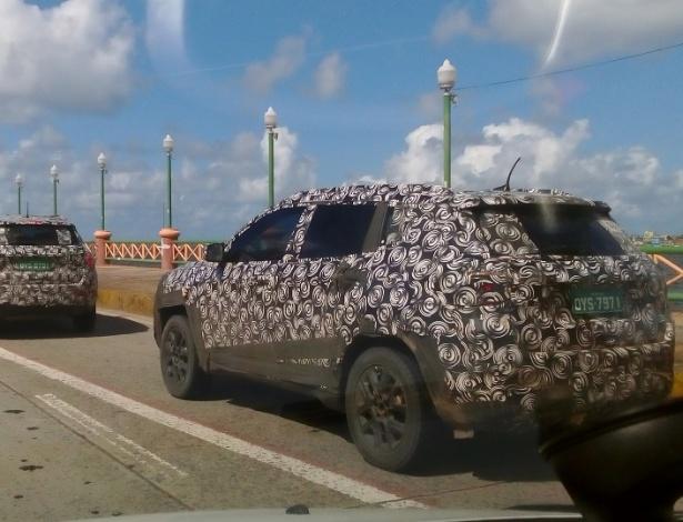 SUV vem sendo exaustivamente testado em Pernambuco e Minas, regiões das duas fábricas do grupo FCA; aqui, duas unidades andam em comboio no Recife - Hudson Melo/UOL