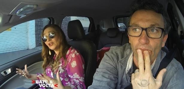 """26.jul.2016 - Sonia Abrão e Neto trocam confidências no programa """"Bate & Volta"""", da Band - Reprodução /Band"""