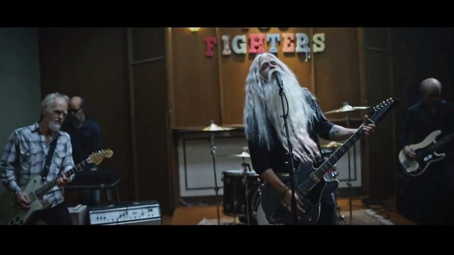 Sinal dos tempos: Foo Fighters aparecem velhinhos em novo clipe - Reprodução