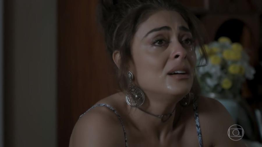 """Bibi (Juliana Paes) chora após a prisão do marido em """"A Força do Querer"""" - Reprodução/TV Globo"""