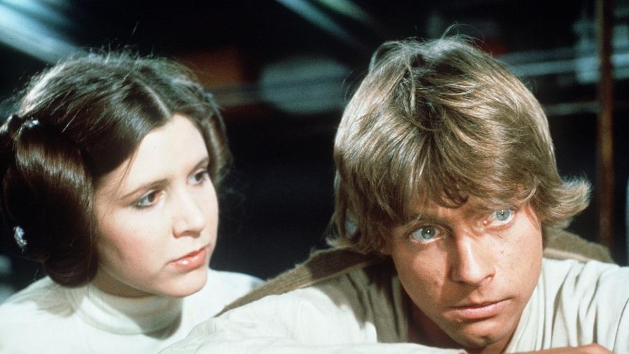 Princesa Leia (Carrie Fisher) e Luke Skywalker (Mark Hamill) no primeiro filme da saga, de 1977 - Divulgação/Lucasfilm