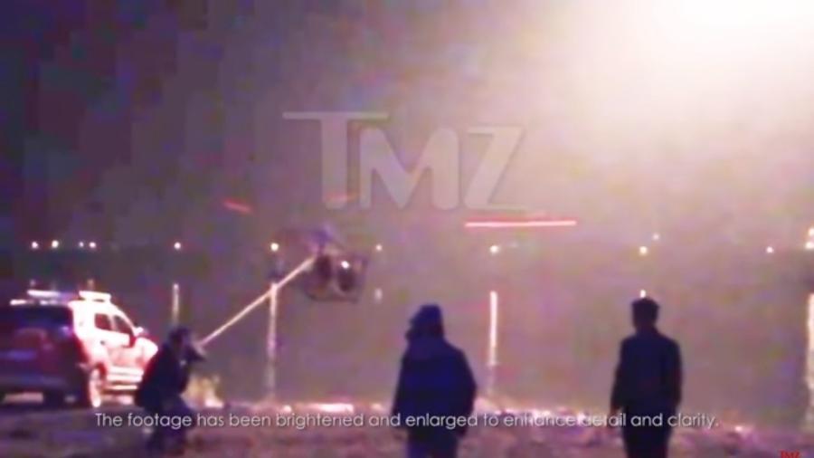 """Cachorro foi colocado em gaiola e lançado na água gelada durante gravações do filme """"Crazy Alien"""" - Reprodução/TMZ"""