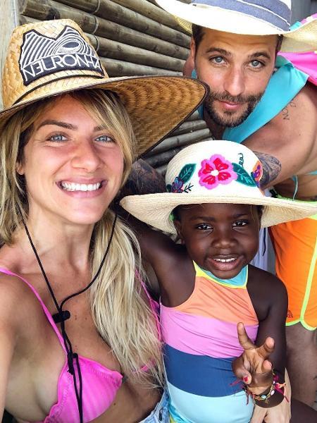 Giovanna Ewbank, Bruno Gagliasso e Titi comemoram volta do sol em Fernando de Noronha - Reprodução/Instagram/gio_ewbank