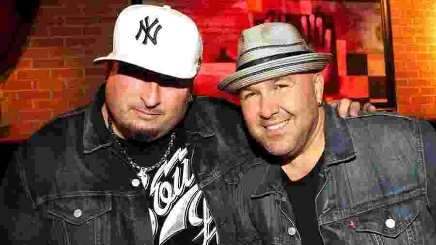Bryan Abrams e Mark Calderon posam para foto - Johnny Nunez/WireImage
