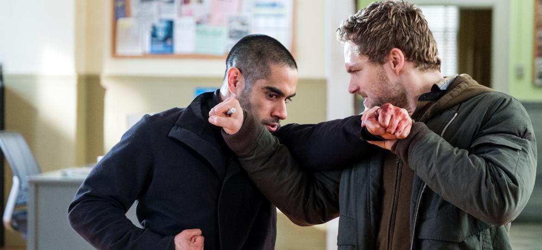 """Danny (Finn Jones) enfrenta Davos (Sacha Dhawan) na segunda temporada de """"Punho de Ferro"""" - Linda Kallerus/Netflix"""