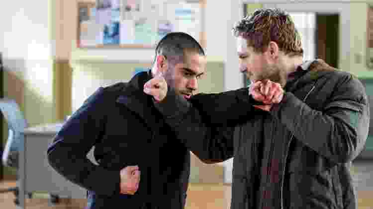"Danny (Finn Jones) enfrenta Davos (Sacha Dhawan) na segunda temporada de ""Punho de Ferro"" - Linda Kallerus/Netflix - Linda Kallerus/Netflix"