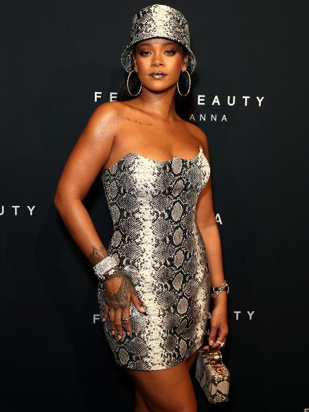 Rihanna veste Versace - Divulgação