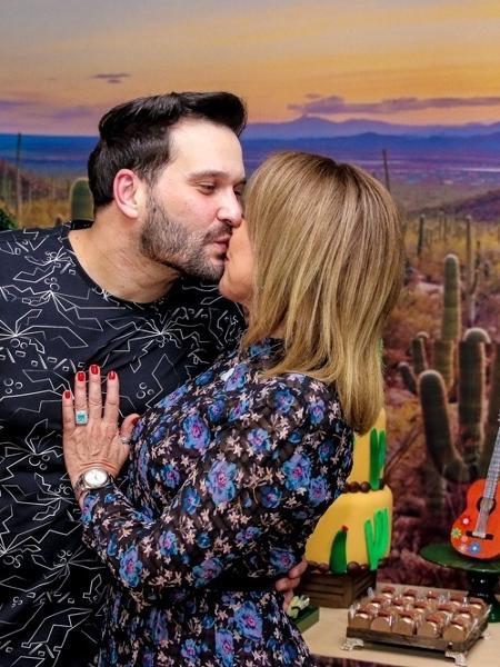 Zilu Godoy beija namorado em festa - Thiago Duran/AgNews