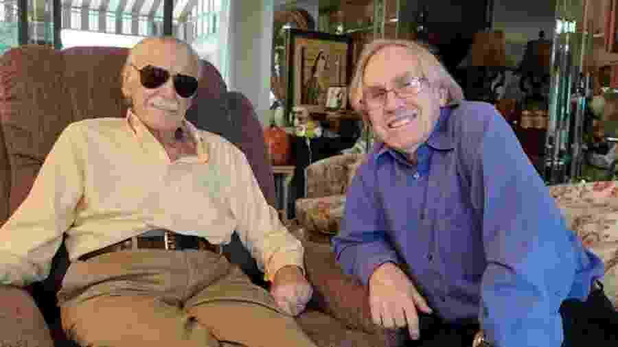 Stan Lee com Roy Thomas, dois dias antes de sua morte - Reprodução/Facebook