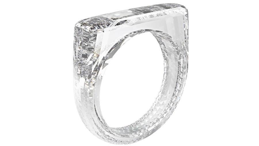 Anel lapidado totalmente em diamante será leiloado no dia 5 de dezembro - Divulgação