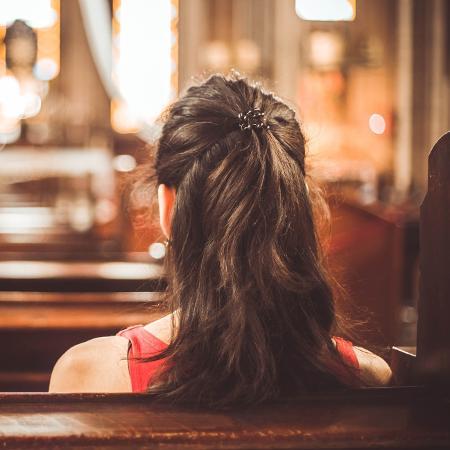 Bianca* trocou de igreja depois de ser criticada por um pastor - Getty Images/iStockphoto