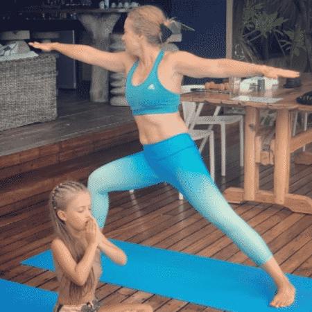 Angélica e Eva praticam yoga - Reprodução/Instagram