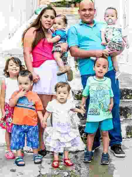 Em três anos, a fotógrafa Steffany Azevedo, 28, teve três gestações gemelares seguidas, sendo a última confirmada após o marido ter feito uma vasectomia - Arquivo Pessoal