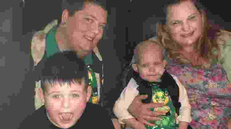 Callie com as mães, Tiffany e Albree Shaffer, e o irmão de 7 anos - Arquivo Pessoal