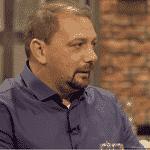 """O comentarista Alê Oliveira, no programa """"Tá Pago"""", de Leandro Hassum - Reprodução/TNT"""