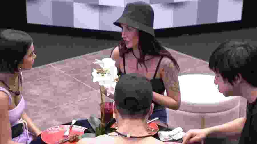 Bianca Andrade conversa com brothers - Reprodução/Globoplay