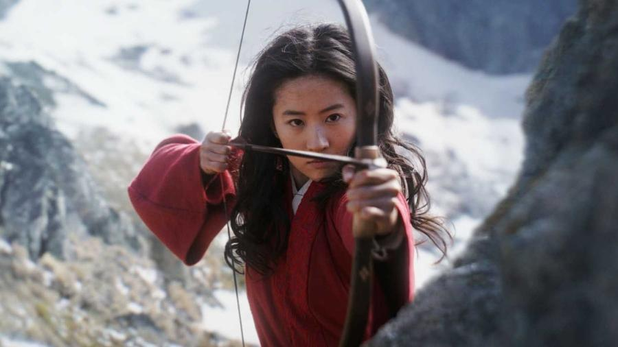 """Lui Yifei em cena de """"Mulan"""" - Divulgação"""