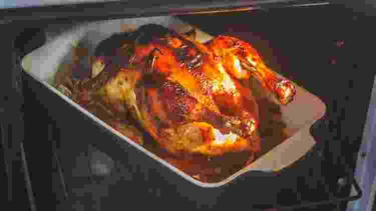 Carne bovina, supina, aves e peixes vão bem no forno - Getty Images - Getty Images