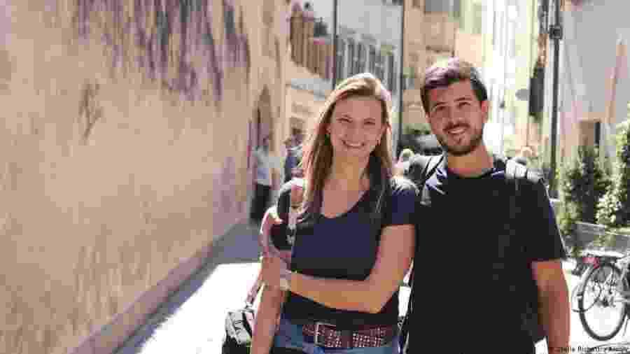 Stella e Santiago namoram há quatro anos e planejam morar juntos na Alemanha, onde ela já vive - DW