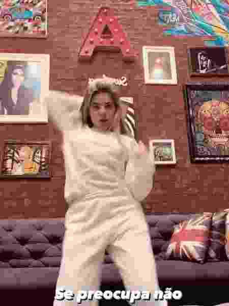 GKay dançou música de Anitta e exibiu decoração - Reprodução/Instagram @gessicakayane