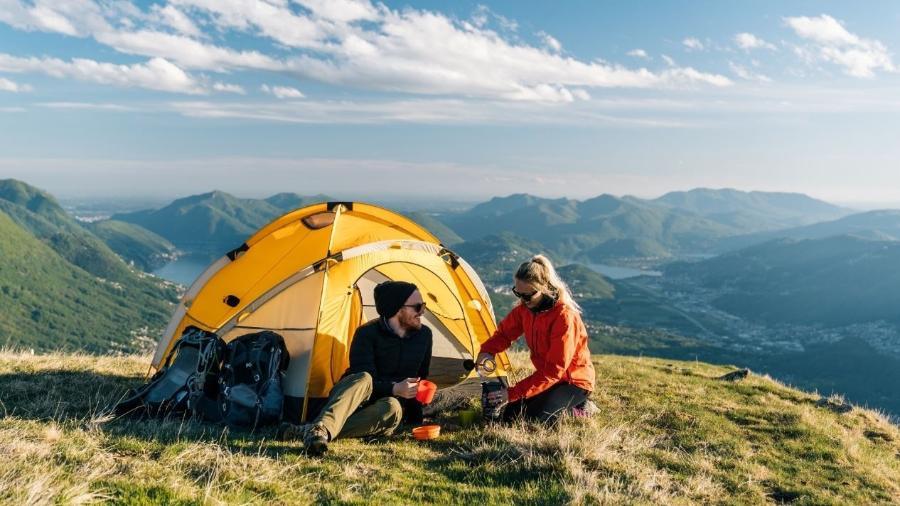 Ir para um acampamento é uma opção para maior contato com a natureza sem deixar de se cuidar na pandemia - Getty Images
