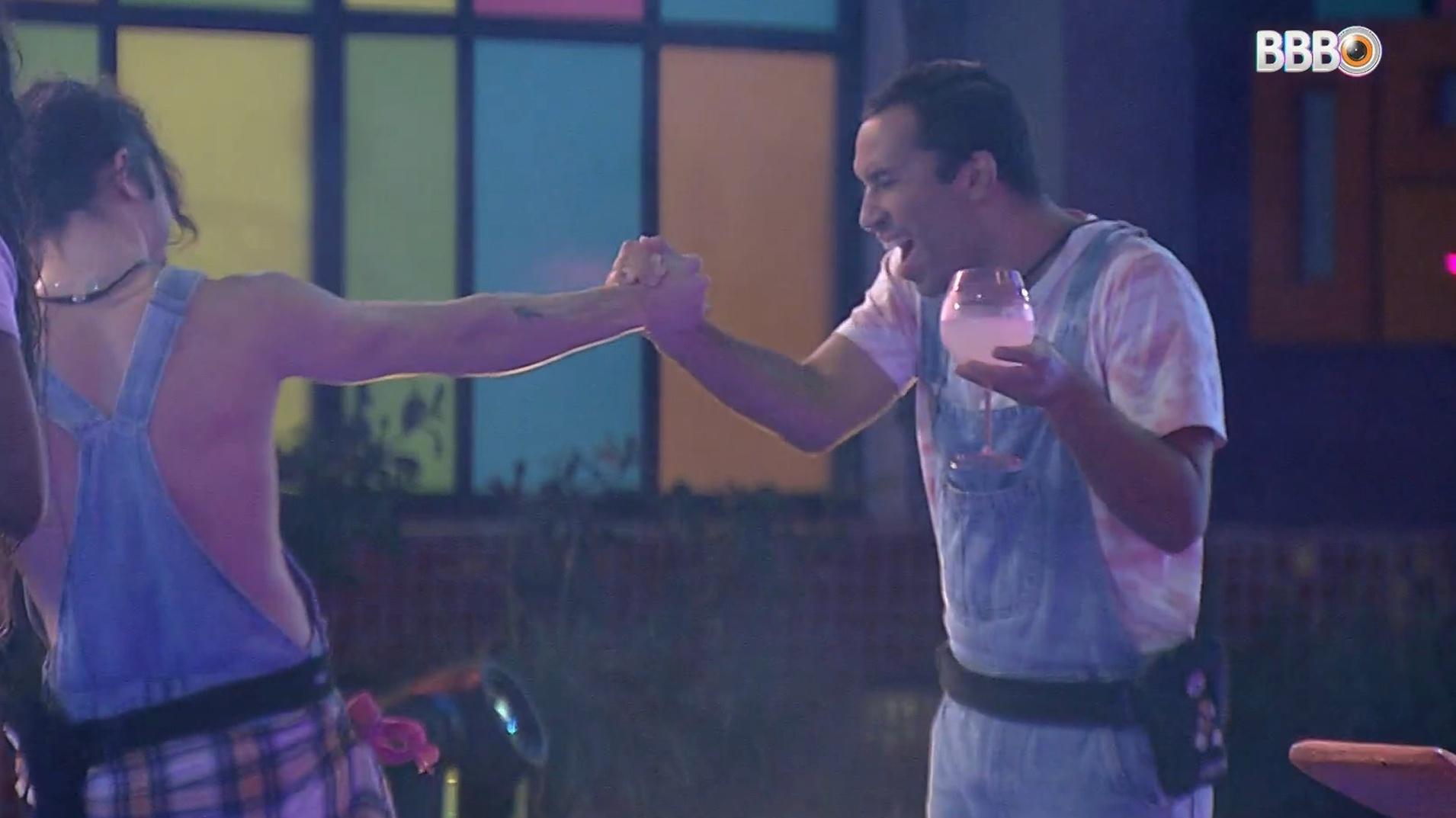 BBB 21: Fiuk e Gilberto em festa - Reprodução/Globoplay